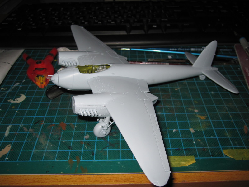 Airfix 1/72 de Havilland Mosquito MkXVIII+Spitfire MkVb IMG_0202