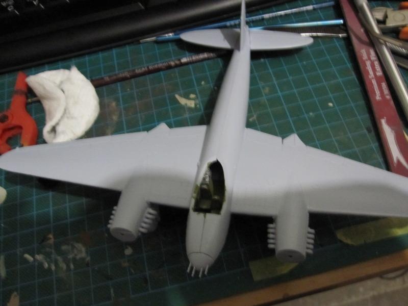 Airfix 1/72 de Havilland Mosquito MkXVIII+Spitfire MkVb IMG_0204
