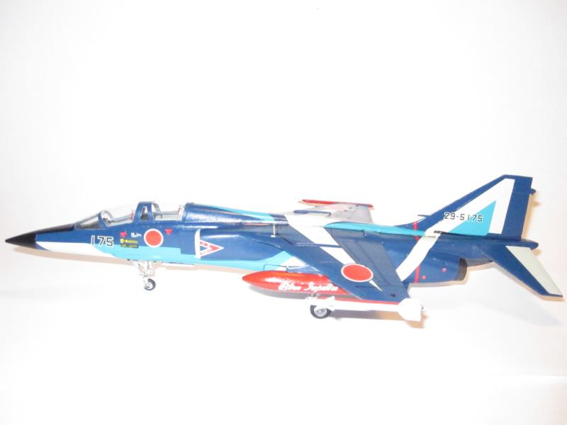 Blue Impulse Mitsubishi T-2 Hasegawa 1/72( τ΄αποφασισα!!!!) IMG_0257_zps8d14c77b