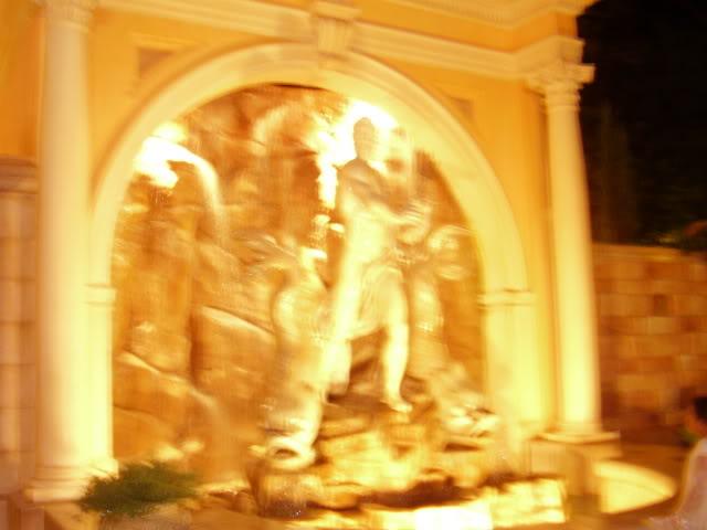 Kanye's Walt Disney World Picture Gallery! ItalyPavillion