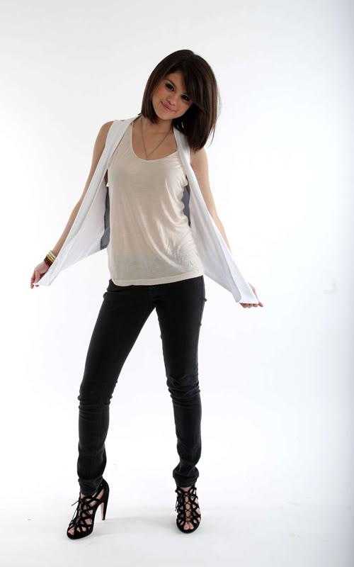 صور سيلينا  Selena-gomez-12049-4
