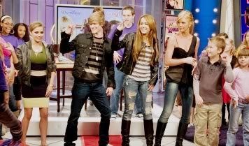 Nova banda: KSM 89797_miley-and-her-co-stars-teach-