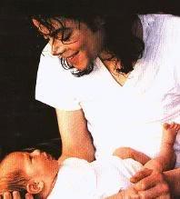 Foto di Michael e i bambini - Pagina 2 128_234380066_u79_H131517_L