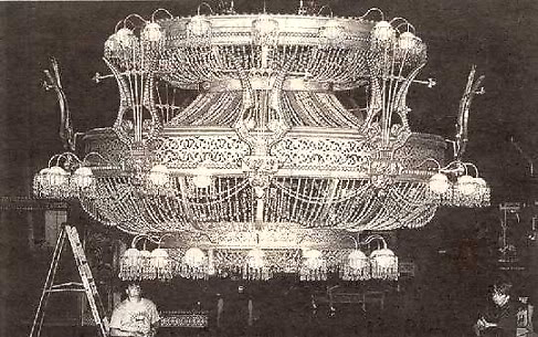 International Phantom Fans Week 2009 - Page 2 Chandelier