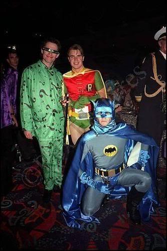 Gary, Howard et Jason déguisés en Batman etc. 2606347042a5070227417l