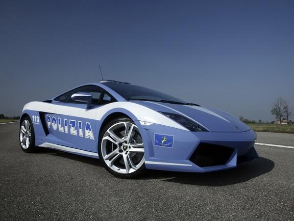 Italian police crash Lamborghini supercar 1
