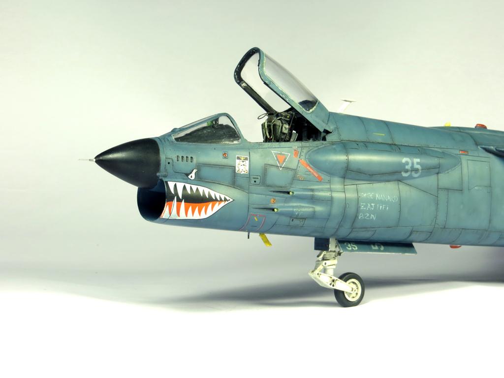 1/48 F-8EFN Crusader n°35 IMG_4165_zps90e336bf