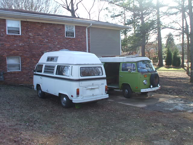 New westy, old westy, green bus, white bus. Busesbusesbuses011