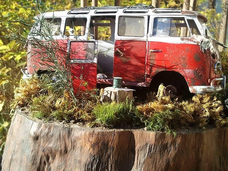 23-window VW bus vignette Ro4