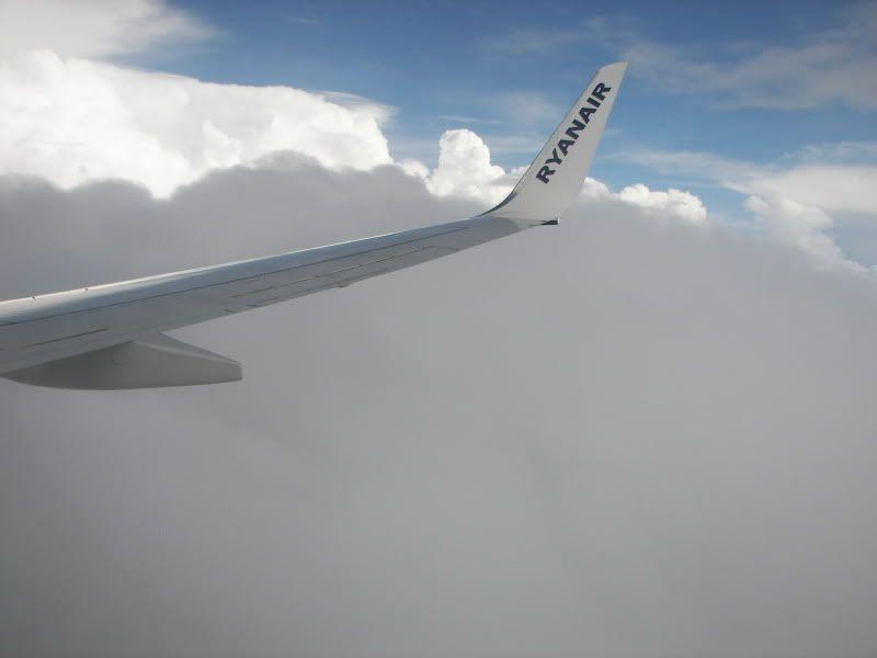 Andaluzia si Tanger cu RyanAir Blq_descentclouds