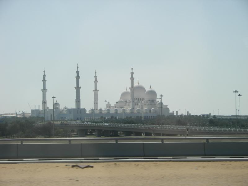 No Shiny Skyscrapers. Dubai, Sharjah and Abu Dhabi: a look beyond the steel and glass urban panorama 100_3923