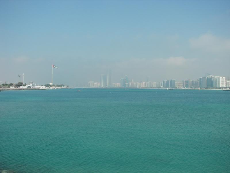 No Shiny Skyscrapers. Dubai, Sharjah and Abu Dhabi: a look beyond the steel and glass urban panorama 100_3935