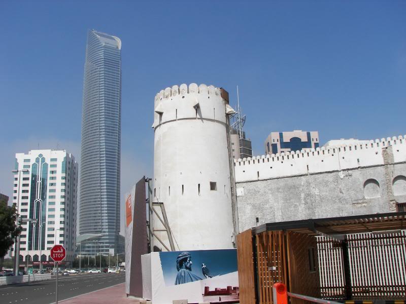 No Shiny Skyscrapers. Dubai, Sharjah and Abu Dhabi: a look beyond the steel and glass urban panorama 100_4040
