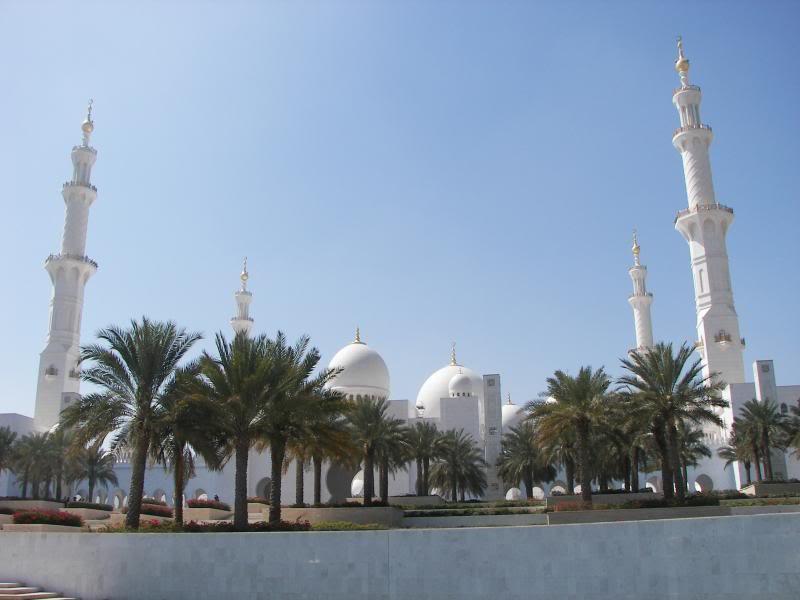 No Shiny Skyscrapers. Dubai, Sharjah and Abu Dhabi: a look beyond the steel and glass urban panorama 100_4050