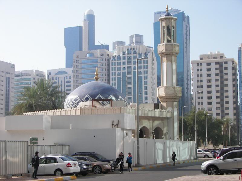 No Shiny Skyscrapers. Dubai, Sharjah and Abu Dhabi: a look beyond the steel and glass urban panorama 100_4113