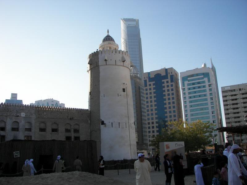 No Shiny Skyscrapers. Dubai, Sharjah and Abu Dhabi: a look beyond the steel and glass urban panorama 100_4127