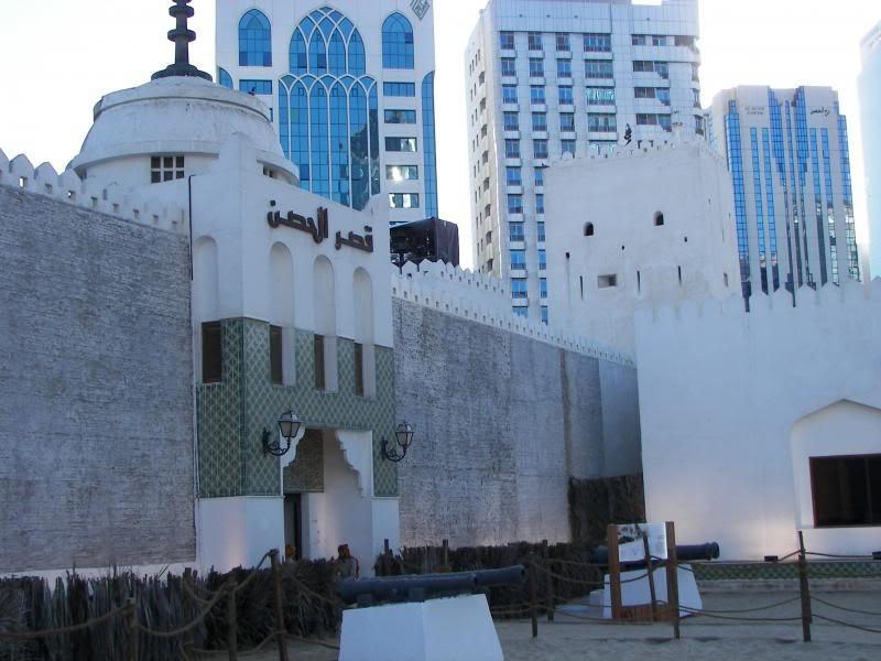 No Shiny Skyscrapers. Dubai, Sharjah and Abu Dhabi: a look beyond the steel and glass urban panorama 100_4132