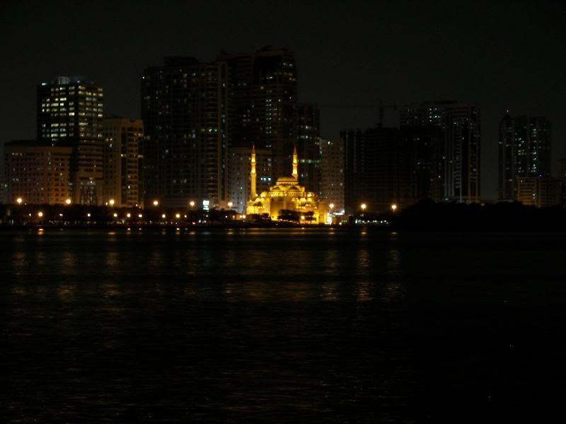 No Shiny Skyscrapers. Dubai, Sharjah and Abu Dhabi: a look beyond the steel and glass urban panorama 100_4350