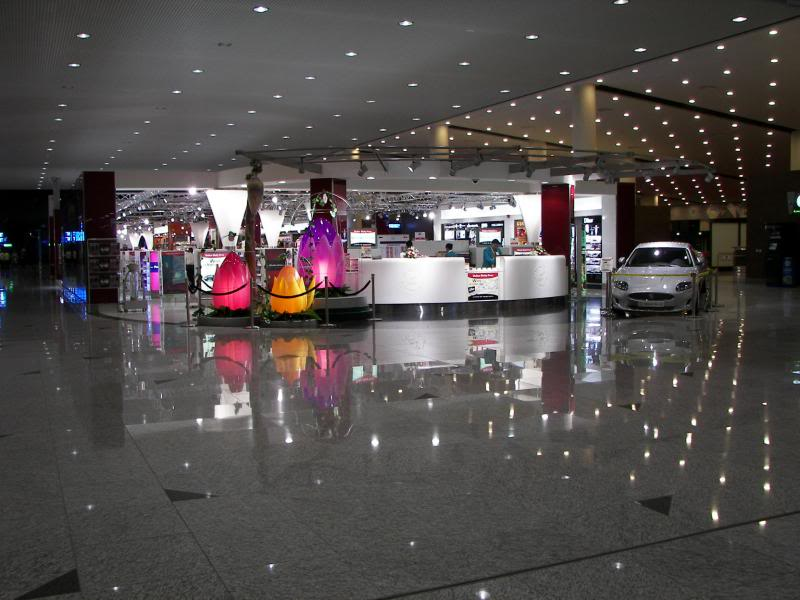 No Shiny Skyscrapers. Dubai, Sharjah and Abu Dhabi: a look beyond the steel and glass urban panorama 100_4538