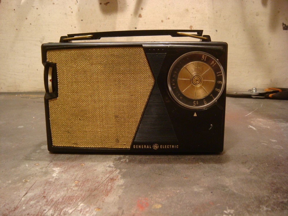 A Modular AM radio? GE model P-807H 1-GE%20P-807H%20Before_zpssn8taa2z