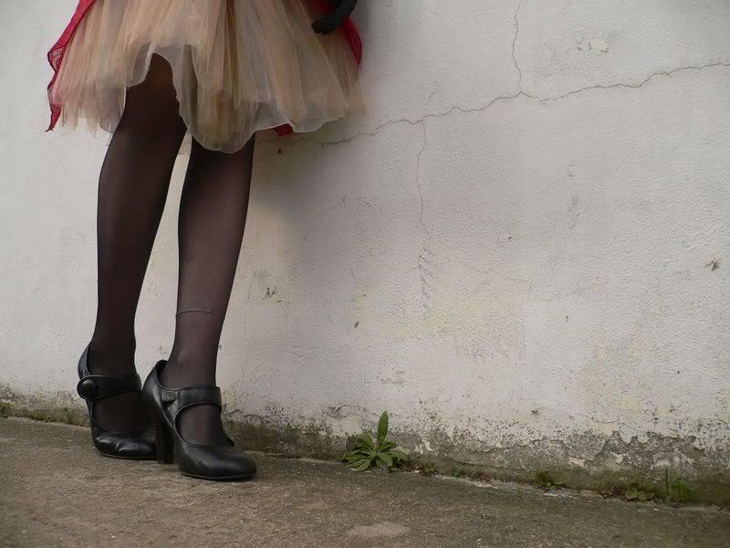Parce que les filles, ça aime les poupées et les chaussures - Page 2 P1270571800x600-1