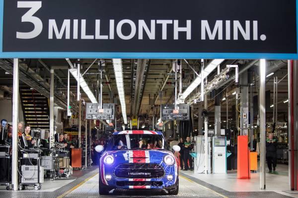 Double reason to celebrate: two milestones for MINI in Oxford 3million_zps210a5b15
