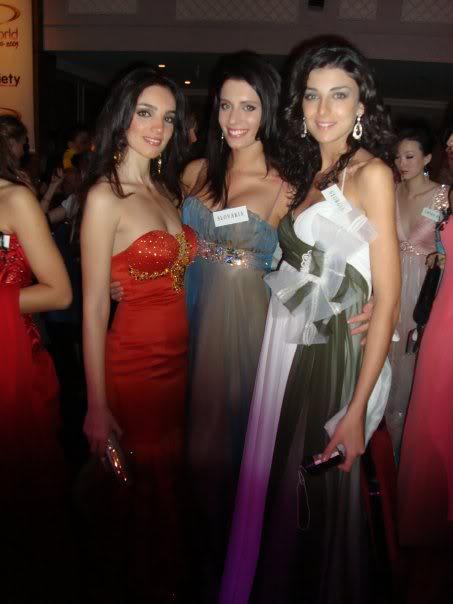 Official thread of Barbora Franekova - Miss Slovakia World 2009 - Page 4 15951_1170907830990_1176825608_3043