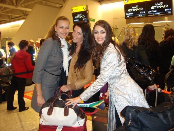 Official thread of Barbora Franekova - Miss Slovakia World 2009 - Page 4 15951_1170936671711_1176825608_3043