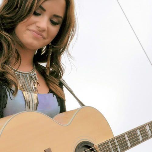 Demi Lovato  - Page 5 Tumblr_lbfpt8jGxp1qbqyz2o1_500