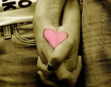 Một mối tình cũn cỡn  Holding-Hands