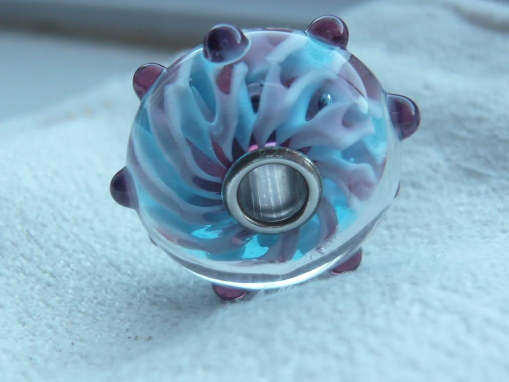 Show me your custom-made glass Trollbeads! Be005