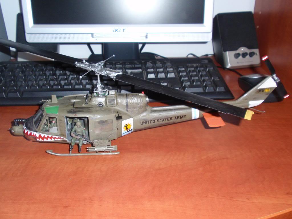 UH-1C FROG 1/35  P9192681_zps5afeb034