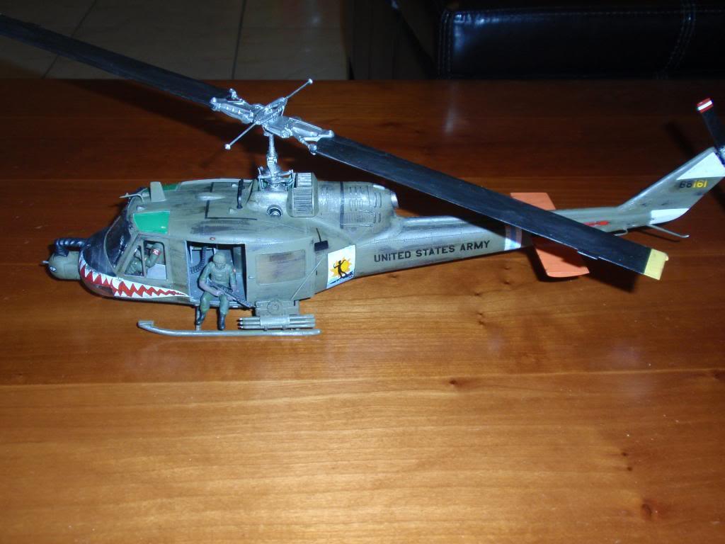 UH-1C FROG 1/35  P9192689_zps823600b5