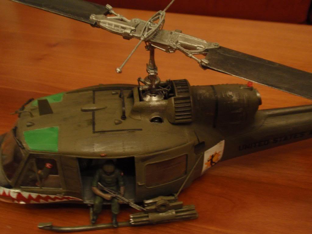 UH-1C FROG 1/35  P9192700_zps3edc34ee
