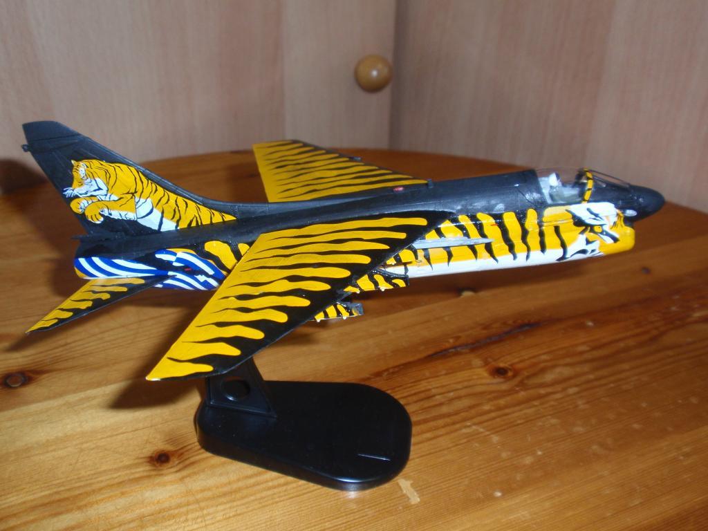 """Α-7Ε """"Τίγρης"""" 335 Μοίρα, HobbyBoss 1/72 PA263306_zpsf790d3ff"""