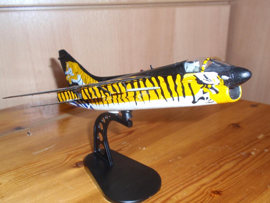"""Α-7Ε """"Τίγρης"""" 335 Μοίρα, HobbyBoss 1/72 PB043310_zps6915f347"""