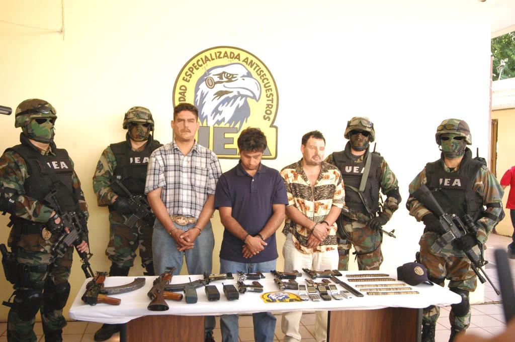 AK-47 en corporaciones policíacas de México Afo