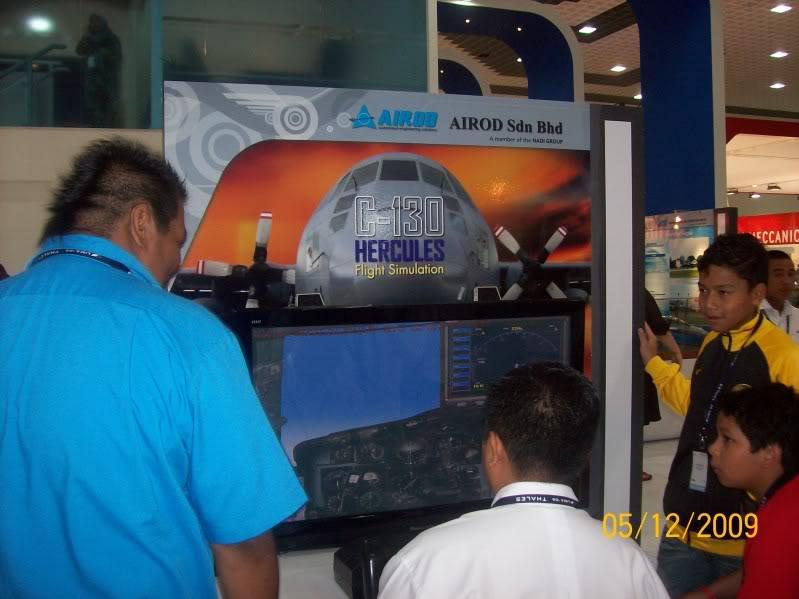 Laporan Pameran Udara dan Maritim Antarabangsa Langkawi 2009 - Page 2 100_0726