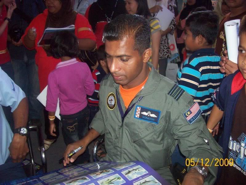 Laporan Pameran Udara dan Maritim Antarabangsa Langkawi 2009 - Page 2 100_0763