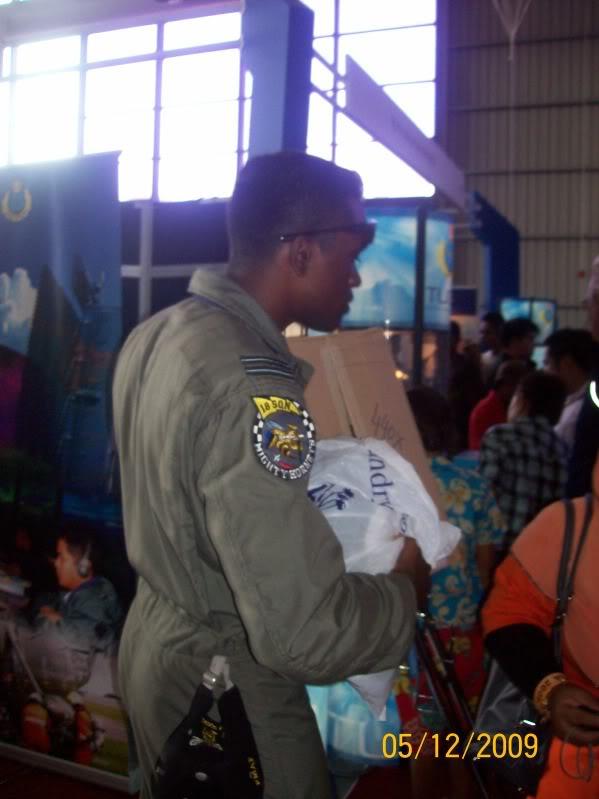 Laporan Pameran Udara dan Maritim Antarabangsa Langkawi 2009 - Page 2 100_0765
