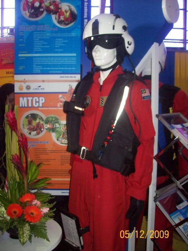 Laporan Pameran Udara dan Maritim Antarabangsa Langkawi 2009 - Page 2 100_0767