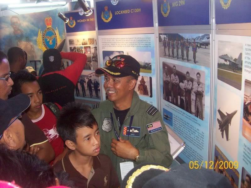 Laporan Pameran Udara dan Maritim Antarabangsa Langkawi 2009 - Page 2 100_0848