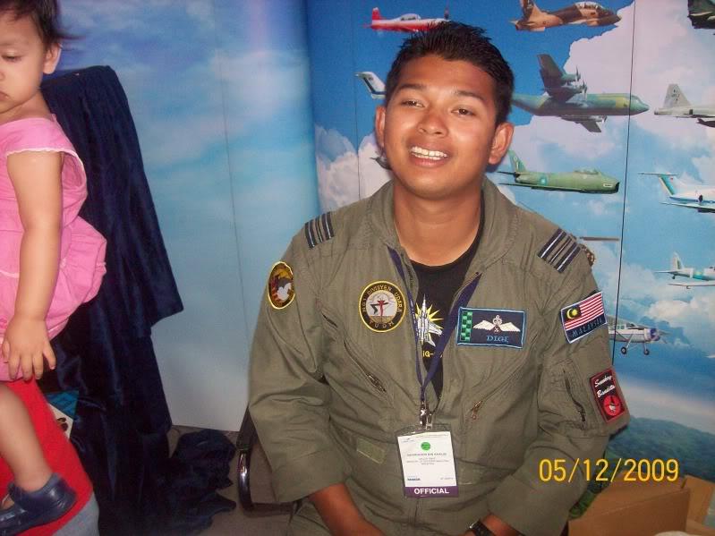 Laporan Pameran Udara dan Maritim Antarabangsa Langkawi 2009 - Page 2 100_0850