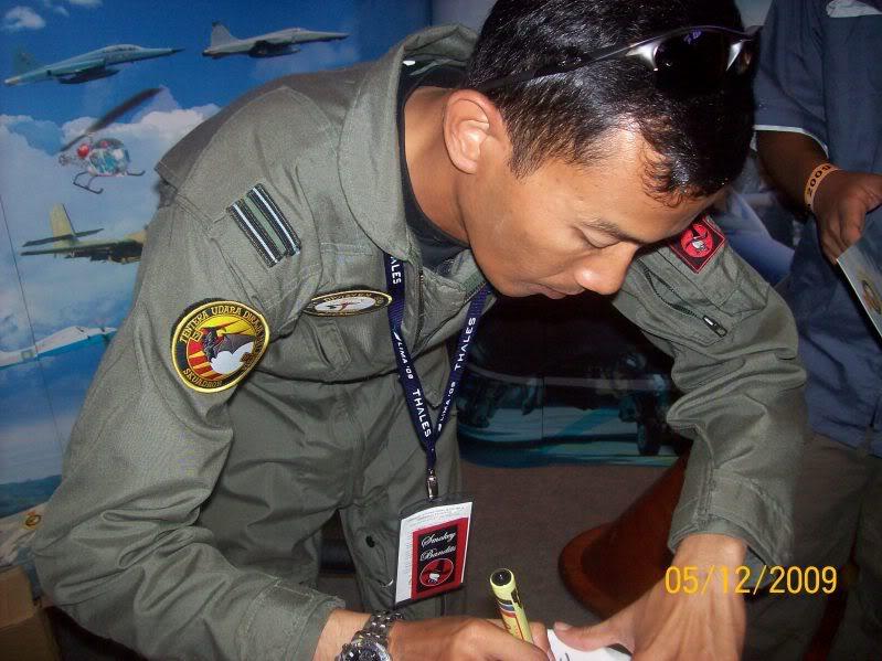 Laporan Pameran Udara dan Maritim Antarabangsa Langkawi 2009 - Page 2 100_0851