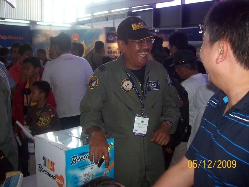 Laporan Pameran Udara dan Maritim Antarabangsa Langkawi 2009 - Page 2 100_0852