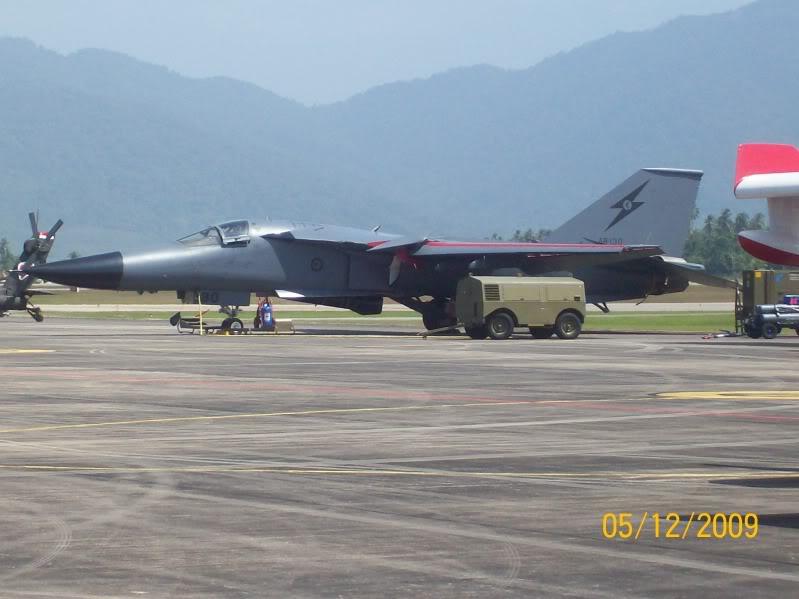 Laporan Pameran Udara dan Maritim Antarabangsa Langkawi 2009 - Page 2 100_0885