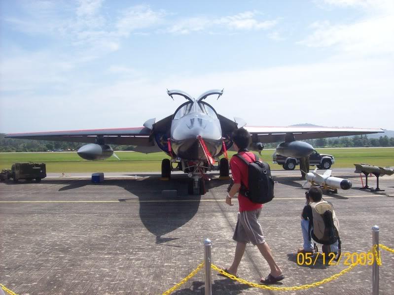 Laporan Pameran Udara dan Maritim Antarabangsa Langkawi 2009 - Page 2 100_0936