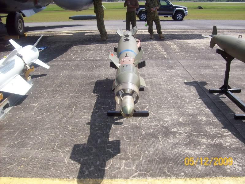 Laporan Pameran Udara dan Maritim Antarabangsa Langkawi 2009 - Page 2 100_0940