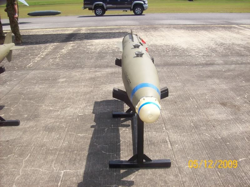 Laporan Pameran Udara dan Maritim Antarabangsa Langkawi 2009 - Page 2 100_0942