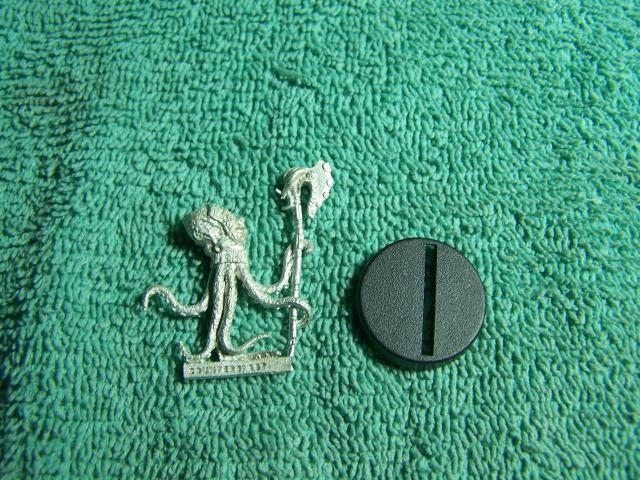 """31002 - Edofleini (Edo Faction) Guardling #1 (Spawnguard) – Bombshell Miniatures """"Counterblast"""" 32mm Pewter (metal) figure EdoFactionGuardling1withbase_zps07e2fa79"""